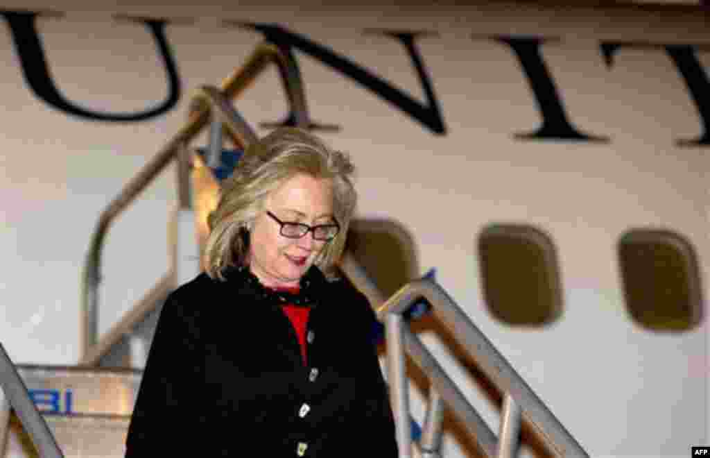 U.S. Secretary of State Hillary Rodham Clinton disembarks from her airplane upon arrival in Istanbul, Turkey, Friday, July 15, 2011, for two days of meetings on Libya. (AP Photo/Saul Loeb, Pool)