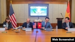 Vietnam Deputy PM Vuong Dinh Hue witnesses signing ceremony between Bamboo Airways and Boeing of 20 aircraft deal, Washington.