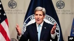 美國國務卿克里11月12日星期四在華盛頓的一個論壇上談及有關敘利亞政治未來。