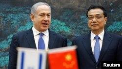 PM Israel Benjamin Netanyahu (kiri) dan Perdana Menteri Li Keqiang dalam upacara penandatangan kerjasama di Beijing (8/5).