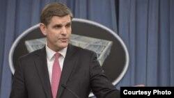 Sekretaris Pers Pentagon, Peter Cook memberikan keterangan kepada media di Pentagon (foto: dok).