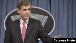 미국 국방부의 피터 쿡 대변인. (자료사진)