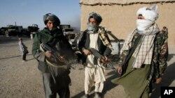 د هرات محلي مقامات وایي طالبانو په شنډنډ کې بشري ضد جنایتونه ترسره کړي دي.
