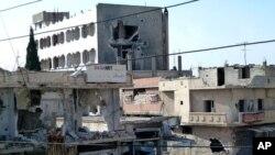 25일 시리아 정부군의 폭격으로 무너진 두마 시 건물. (샴 뉴스 네트워크)