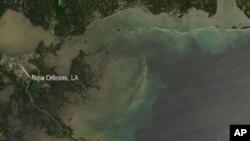 Американските власти бараат начин како да ја запрат излеаната нафта во Мексиканскиот Залив
