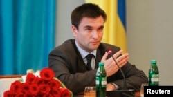 Ngoại trưởng Ukraine Pavlo Klimkin kêu gọi Hoa Kỳ cung cấp một chương trình viện trợ.