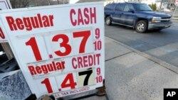 美国原油价格自从2003年以来首次跌破每桶27美元。