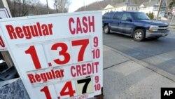 Ötən çərşənbə günü ABŞ-da neft qiymətləri 2003-cü ildən bəri ilk dəfə olaraq bareli 27 dollardan aşağı düşdü.