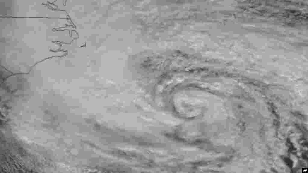 "Satelitski snimak ""oka"" uragana Sandy."