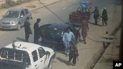 طالبان در دروازه های شهر محلات بازرسی را ایجاد کرده اند