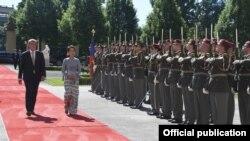 ႏိုင္ငံေတာ္အတိုင္ပင္ခံပုဂၢိဳလ္ ေဒၚေအာင္ဆန္းစုၾကည္ Czech ဝန္ႀကီးခ်ဳပ္ Andrej Babiš နဲ႔ ေတြ႔ဆံု (သတင္းဓါတ္ပံု - MOI Webportal Myanmar)