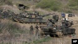 美國與南韓韓在北韓邊境附近舉行聯合軍演的美國M1A2 坦克。(2017年4月21日)