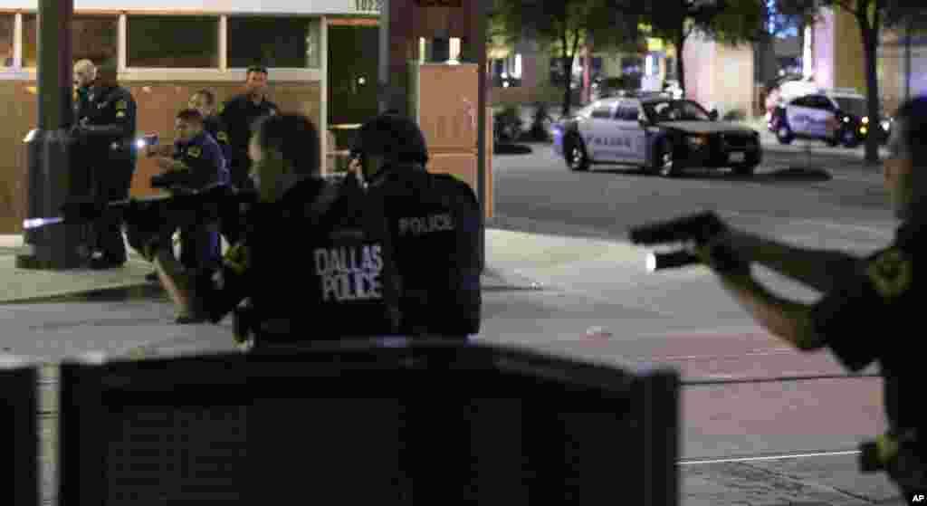 تیراندازی به سوی پلیس در دالاس تگزاس توسط تکتیراندازها