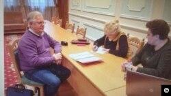 乌克兰共产党领袖西蒙年科(Simonenko)在自己的脸书上发布了向中央选举委员会递交参加总统选举申请的照片。