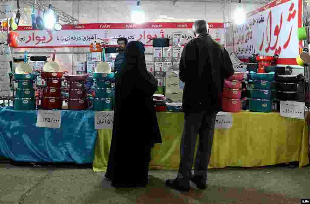 فروشگاههایی برای خرید سال نو در آستانه فرا رسیدن ایام نوروز عکس: سحرسیفی