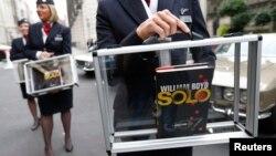25일 영국 런던에서 스파이 소설 '007'의 속편 '솔로' 출간 행사가 열렸다.