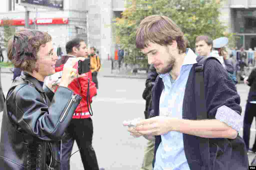 Петр Верзилов, муж осужденной участницы Pussy Riot, за сценой митинга