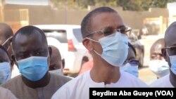 Le ministre de la pêche Alioune Ndoye au chevet des malades au Sénégal, le 20 novembre 2020.