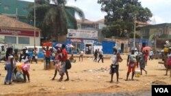 Zungueiras nas ruas de Luanda