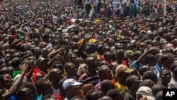 Manifestation à Ouagadougou vendredi 31 octobre 2014 (AP)