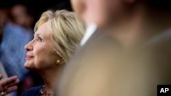 Demokrat Parti'nin en popüler başkan adayı, eski Dışişleri Bakanı Hillary Clinton, pazartesi günü Iowa eyaletinde yapılacak önseçimlere hazırlanıyor