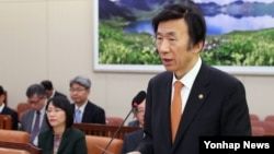 윤병세 한국 외교부 장관이 17일 국회에서 열린 외교통일위원회 전체회의에서 발언하고 있다.