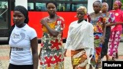 Des jeunes filles ayant échappé au islamistes nigérians, Abuja, 22 juillet, 2014. (Photo Reuters)