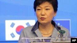 EU정상들과 공동 기자회견 하는 박근혜 대통령