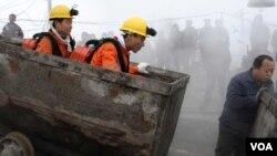 Suasana di sebuah pertambangan di Tiongkok (foto: dok).