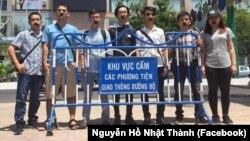 Bên ngoài phiên tòa xử Blogger Mẹ Nấm ngày 29/6/2017 tại Khánh Hòa.