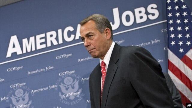 Chủ tịch Hạ viện John Boehner nói chuyện với phóng viên tại Điện Capitol, 18/12/2012