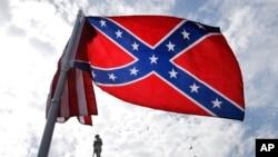 Le drapeau confédéré dans l'Etat de la Caroline du Sud (AP Photo/John Bazemore)