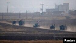 Iring-iringan kendaraan militer Rusia yang kembali daripatroli gabungan Turki-Rusia di bagian timur laut Suriah, tampak di Kota Kiziltepe, Provinsi Mardin, Turki, 1 November 2019.