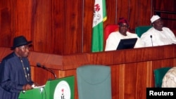 FILE - Nigeria's President Goodluck Jonathan (L) presents the 2013 budget proposal as Senate President David Mark (C) and House speaker Aminu Tambuwal look on at a joint sitting of the parliament in the capital Abuja, Oct. 2012.