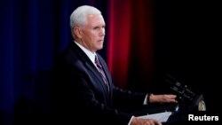 """El vicepresidente de EE.UU., Mike Pence, dice que la Fuerza Espacial anunciada por el presidente Donald Trump es necesaria para el """"nuevo campo de batalla""""."""