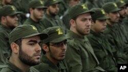 Milicianos de Hezbolá celebran el día del mártir en Beirut, Líbano.