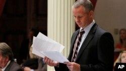 El promotor de la ley fue el senador republicano de California Anthony Canella.