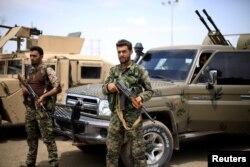 (ARŞİV) Deyrizor'da Suriye Demokratik Güçleri savaşçıları