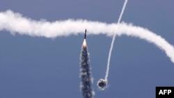 Izraelski zračni sistem Željezna kupola presreće raketu lansiranu iz pojasa Gaze, pod nadzorom palestinskog pokreta Hamas, iznad južnog izraelskog grada Ashkelona, 11. maja 2021. godine.