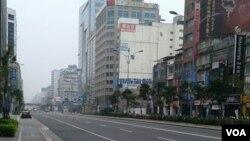 2016年4月4日的台北南京东路(美国之音齐勇明拍摄)