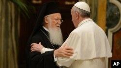 Патриарх Константинопольский Варфоломей и Папа Римский Франциск. Рим, Ватикан. 20 марта 2013 г.