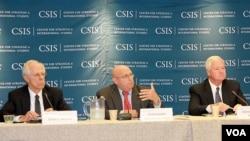 24일 워싱턴에서 열린 '아태 지역 미군 배치 전략' 세미나에서 발언하는 리처드 아미티지 전 미 국무부 부장관(가운데).