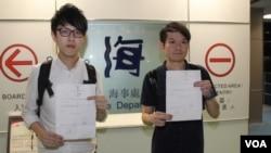 屯門社區網絡黃丹晴(左)和新退黨同盟許立燊 (蘋果日報圖片)
