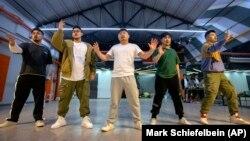 China Music Plus Size Boy Band