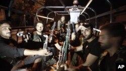 Сирийские повстанцы. Пригород Алеппо. 29 июля 2012 г.