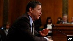 Mantan direktur Dinas Penyidikan Federal Amerika atau FBI, James Comey (foto: dok).