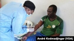 Dr Oumaima Mahamat Djarma, médecin infectiologue, au Tchad, le 30 août 2020. (VOA/André Kodmadjingar)
