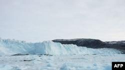 Ekspertët paralajmërojnë për rreziqet që paraqet një ajsberg i shkëputur në Groenlandë