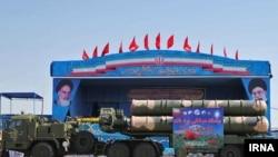 نمایش سامانه دفاعی اس ۳۰۰ در رژه نیروهای مسلح ایران