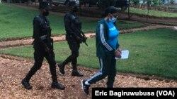 Beatrice Munyenyezi imbere y'abapolisi